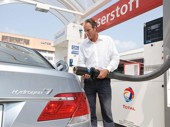 BMW снова хочет выпускать водородный автомобиль