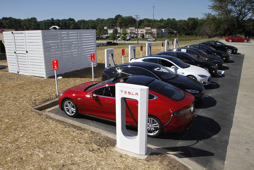У Tesla Motors в планах открыть 5 электро-заправок в 2016 году на территории России